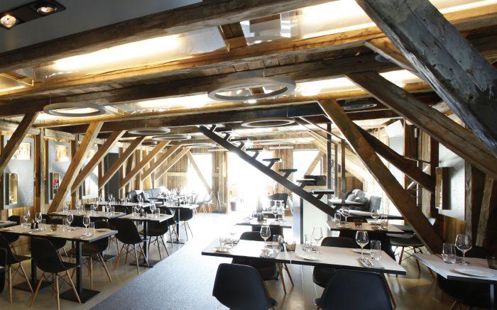 Bilde av bord i restaurant